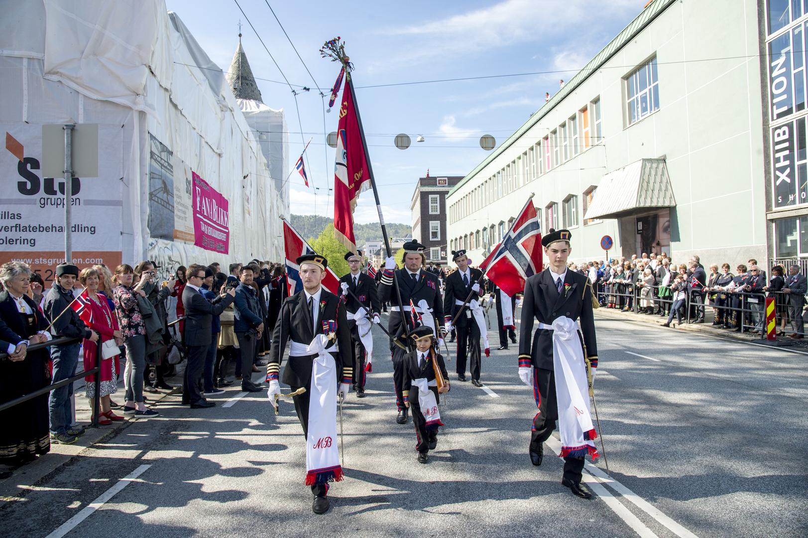 Også i år kåret BA byens beste buekorps i Flaggtoget.